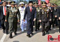 Terjebak Macet, Jokowi Jalan Kaki 3 Km Ke Lokasi Peringatan HUT TNI
