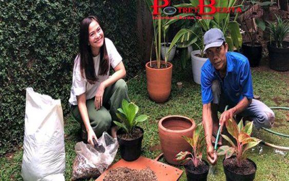 Hari-harinya Ersa Mayori, Akrab Banget Sama Tukang Kebun